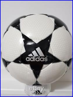 Adidas OMB match ball pallone ballon Champions League Finale 2 Blackstar
