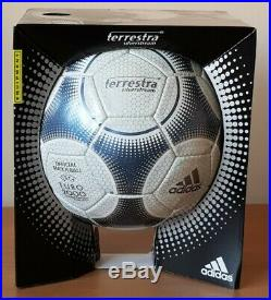 Adidas Terrestra Euro 2000 Official Match Ball (jabulani tango azteca finale)