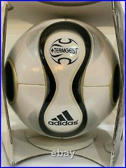 Adidas teamgeist match ball 948709